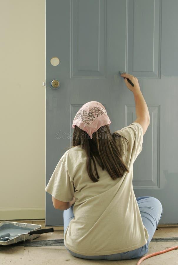 Download Het Schilderen Van Een Deur Stock Foto - Afbeelding bestaande uit renoveer, verf: 290166