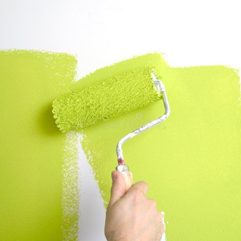 Het schilderen van een muur stock afbeeldingen