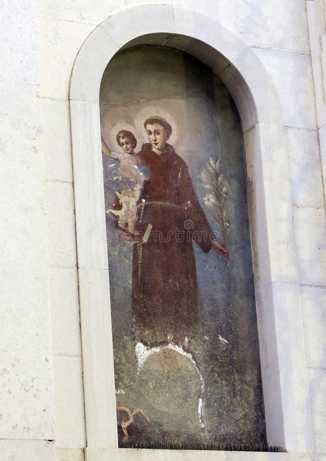 Het schilderen van Heilige Francis van Assisi, zet voorzijde van Kerk van Heilige Francis, Sorrento in een nis royalty-vrije stock fotografie