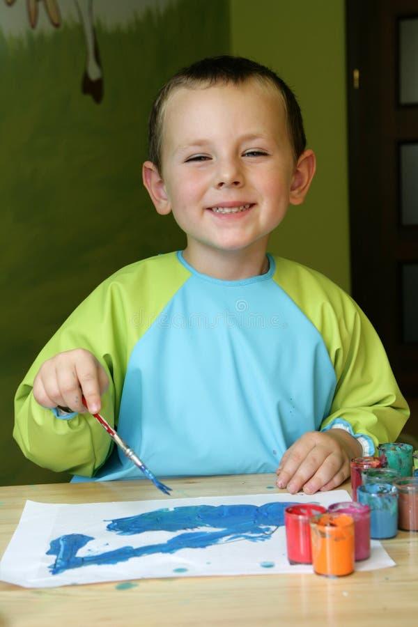 Het schilderen van het kind stock afbeelding