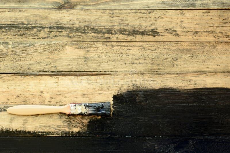 Het schilderen van oude houten planken stock afbeelding