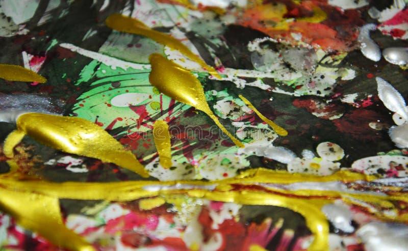 Het schilderen zilveren oranjegele witte groene rode gouden donkere tinten, abstracte achtergrond stock foto