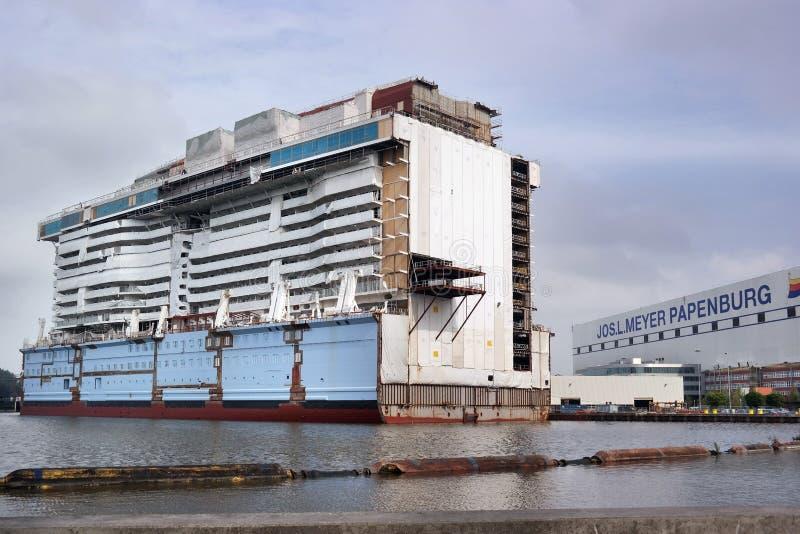 Het schip Costa Luminosa van de cruise stock afbeeldingen