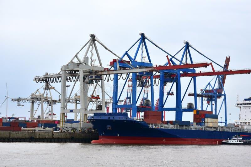 Het schip van de container in de haven stock foto