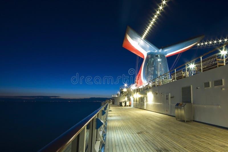 Het Schip van de cruise in Dawn royalty-vrije stock afbeeldingen