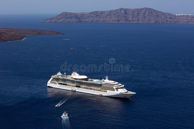 Het schip van de cruise, Fira, Santorini. stock foto
