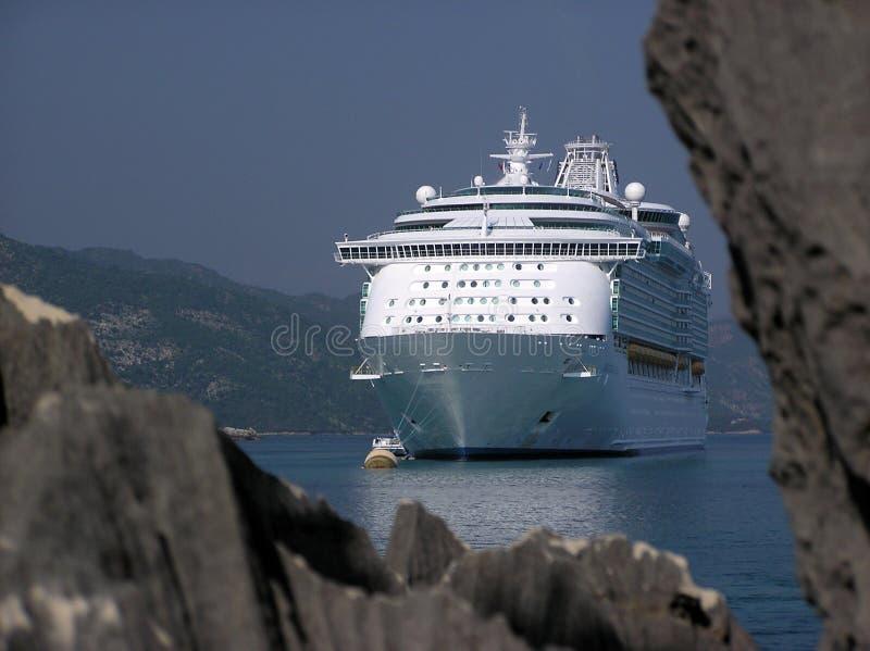 Het Schip van de cruise gluurt een Boe-geroep royalty-vrije stock afbeelding