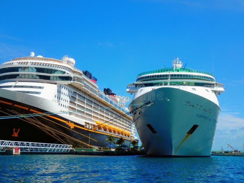 Het Schip van de cruise in Haven royalty-vrije stock afbeelding