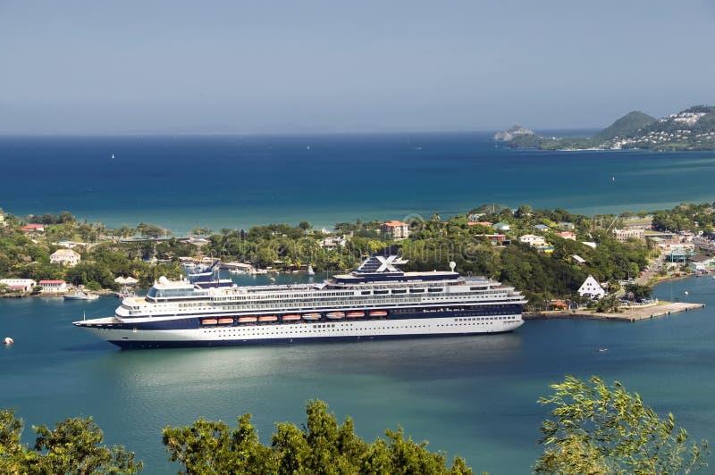 Het schip van de cruise in St. Lucia