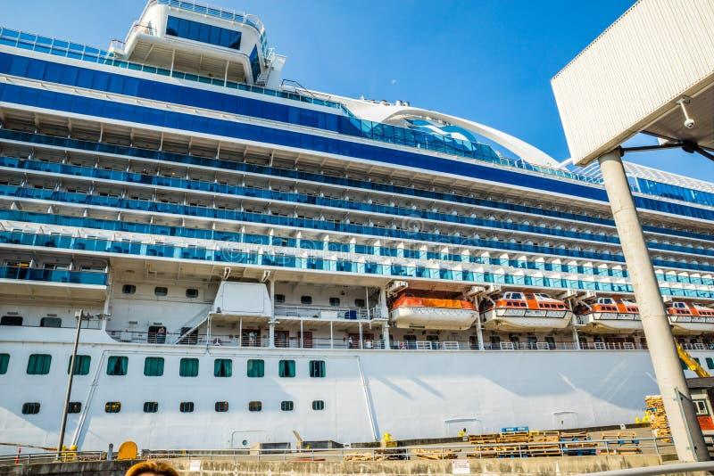 Het schip van de kroonprinsescruise te de waterkant die van Seattle wordt gedokt royalty-vrije stock fotografie