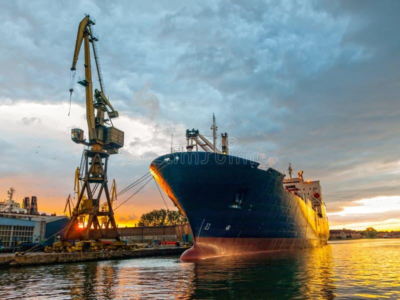 Het schip van de lading stock foto's