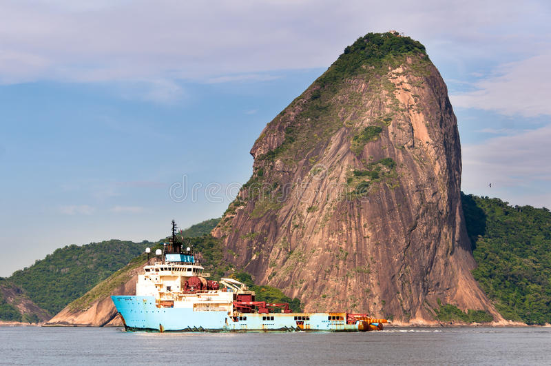 Het Schip van de Maersklanceerinrichting in Guanabara-Baai royalty-vrije stock foto