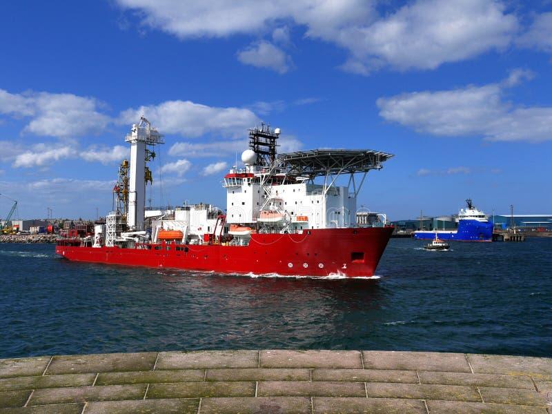 Het Schip van de oliebroninterventie het Vertrekken royalty-vrije stock foto