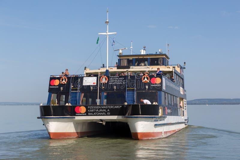 Het schip van Nice van Hongarije op het meer Balaton, 24 08 2017 Hongarije stock afbeeldingen