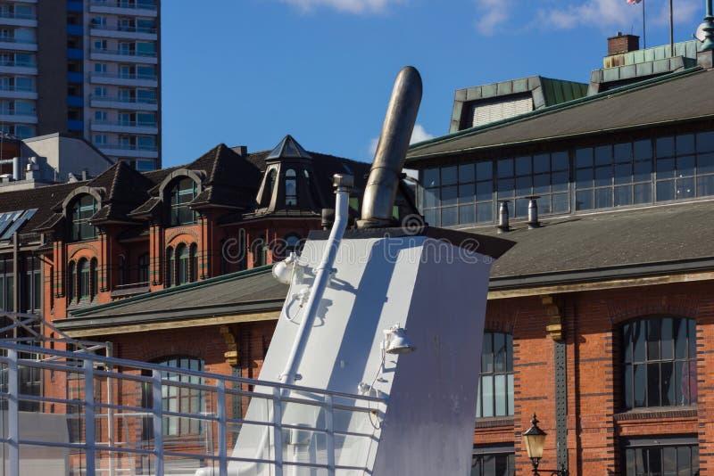 het schipinstallaties van Hamburg en dokkendetails van schoorsteendampen stock afbeelding