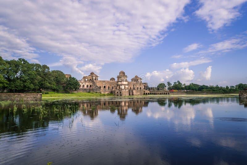 Het Schippaleis van Jahazmahal in Mandu India royalty-vrije stock afbeelding