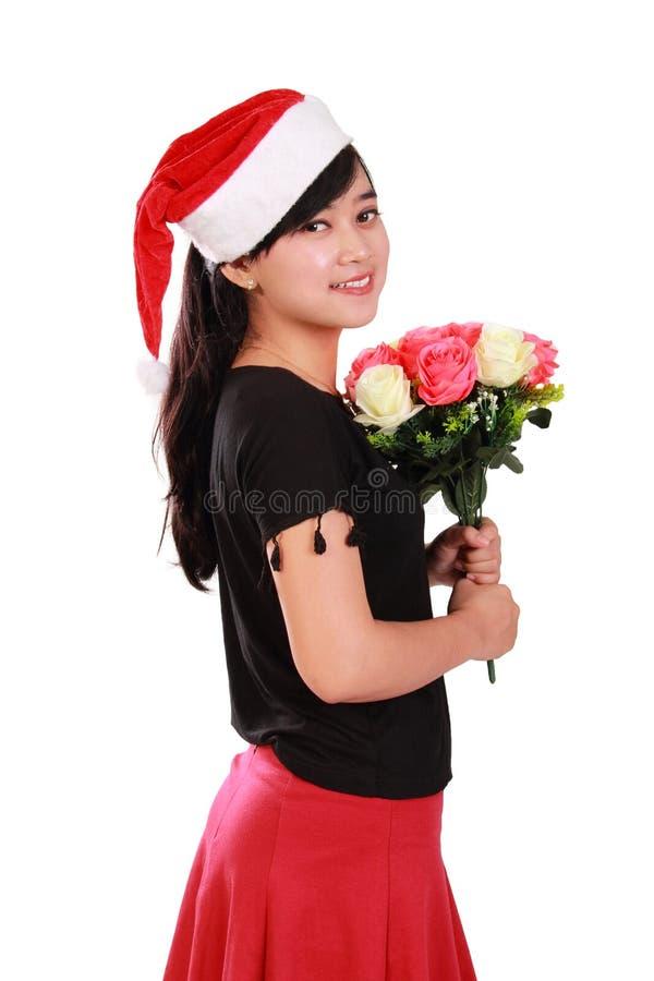 Het schitterende boeket van de holdingsbloemen van het Kerstmismeisje stock foto