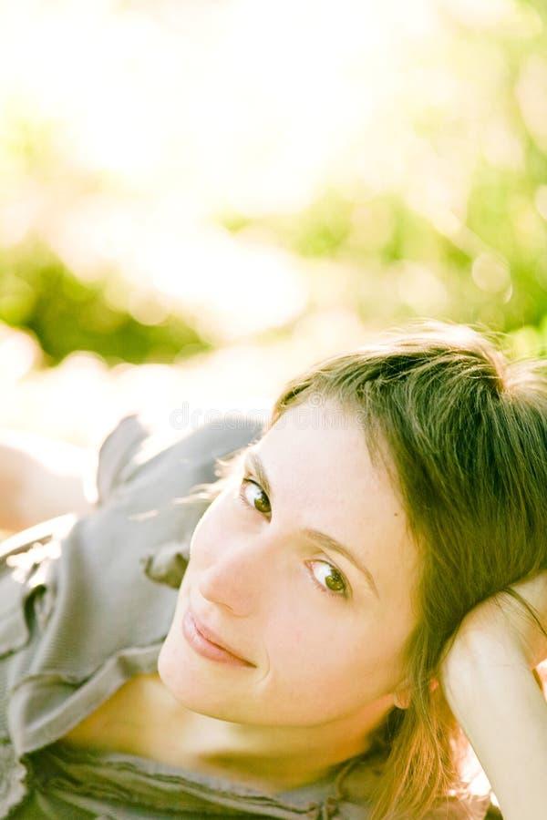 Het schitterende meisje glimlachen stock fotografie