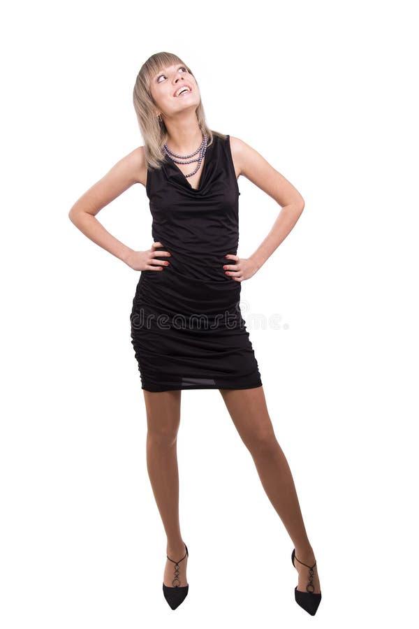 Het schitterende model in zwarte kleding ziet omhoog eruit stock foto's