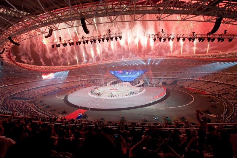 Het schitterende vuurwerk: de Zevende Nationale Stadsspelen die ceremonierepetitie openen royalty-vrije stock foto