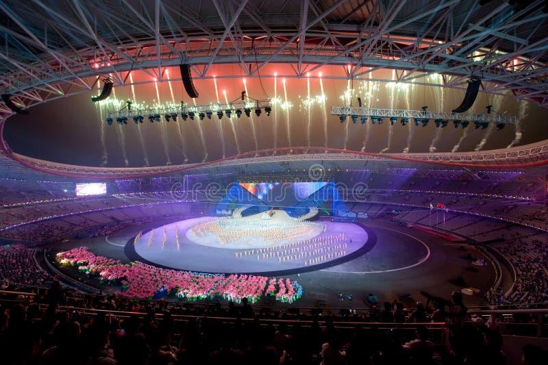 Het schitterende vuurwerk: de Zevende Nationale Stadsspelen die ceremonierepetitie openen royalty-vrije stock fotografie