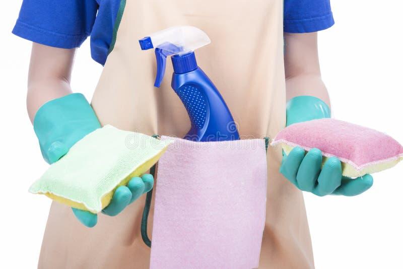 Het schoonmaken Concept: Het vrouwelijke Schoonmakende Personeel en Equipm van de handenholding royalty-vrije stock fotografie
