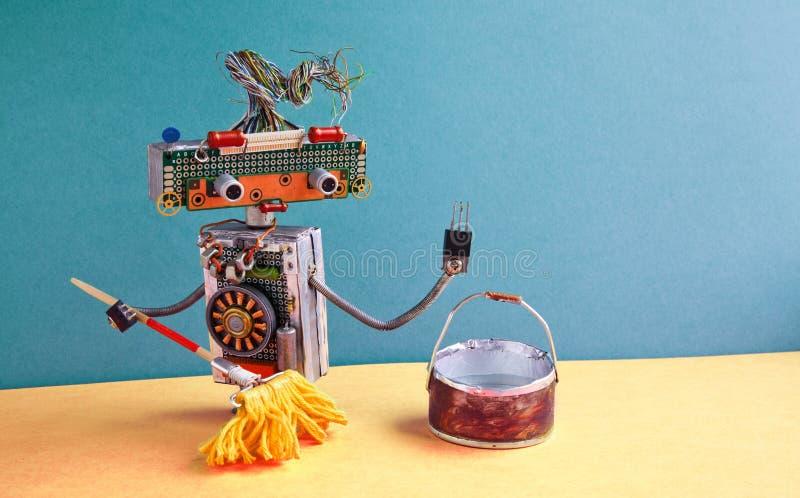 Het schoonmaken de dienstconcept Vriendschappelijke robotportier die vloer dweilen royalty-vrije stock afbeeldingen