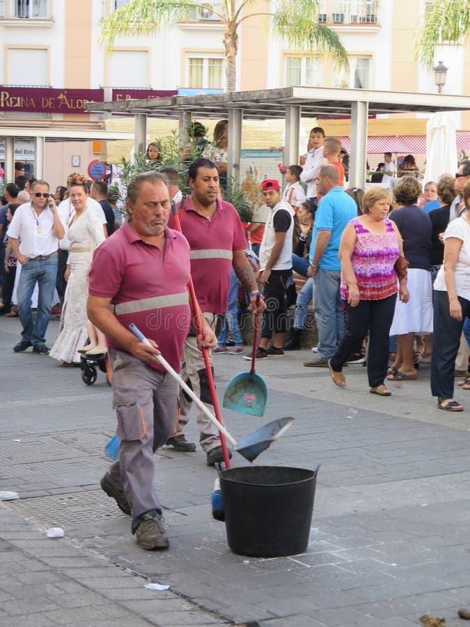 Het schoonmaken na de paarden bij Lokaal Dorpsfestival stock fotografie