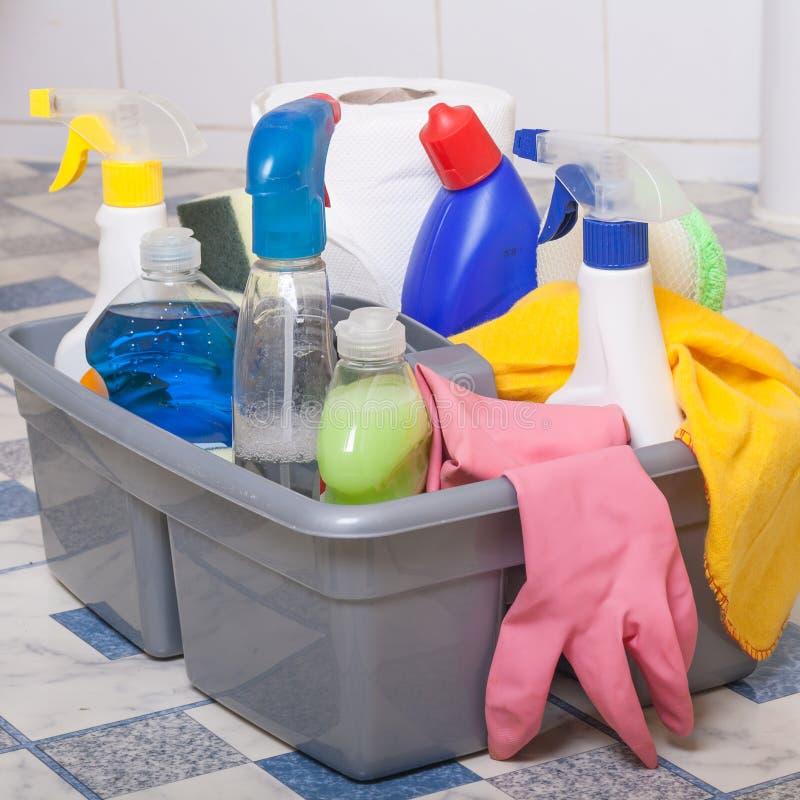 Het schoonmaken van de badkamers royalty-vrije stock foto