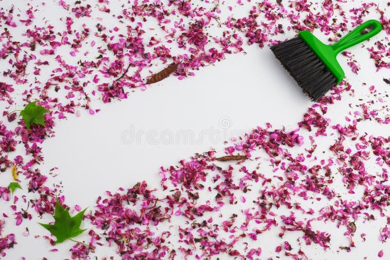 Het schoonmaken van de lente Huis het schoonmaken met stofzuiger en exemplaar spac stock foto