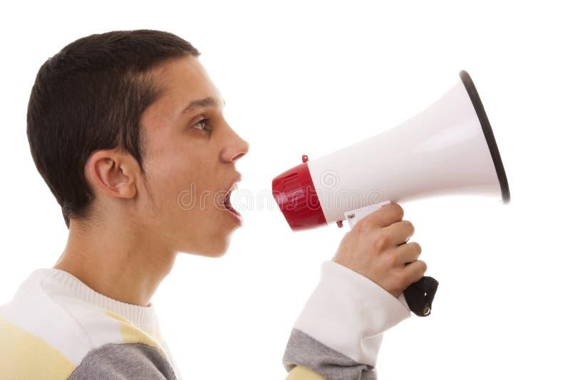 Het schreeuwen bij de megafoon stock foto