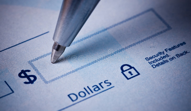 Het schrijven cheque royalty-vrije stock afbeeldingen