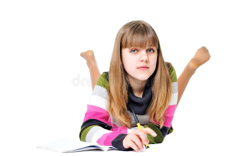 Het schrijven leggend tienermeisje royalty-vrije stock foto