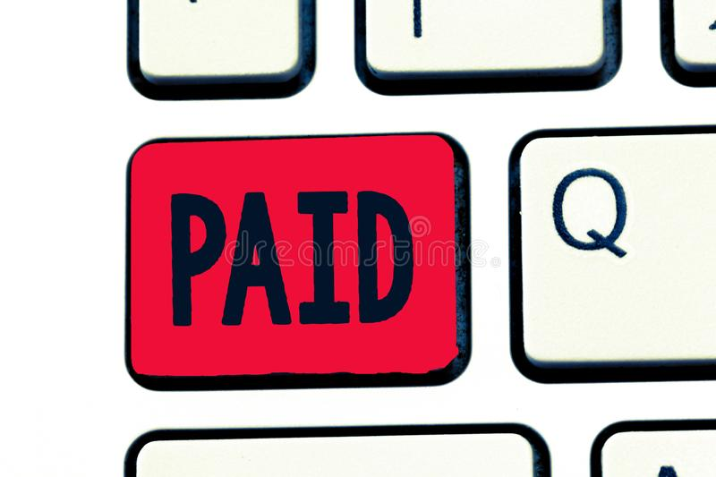 Het schrijven nota Betaald tonen De bedrijfsfoto demonstratie Gepast voor baan gedaane Degenen ontvangt loon tijdens verlof van h royalty-vrije stock fotografie