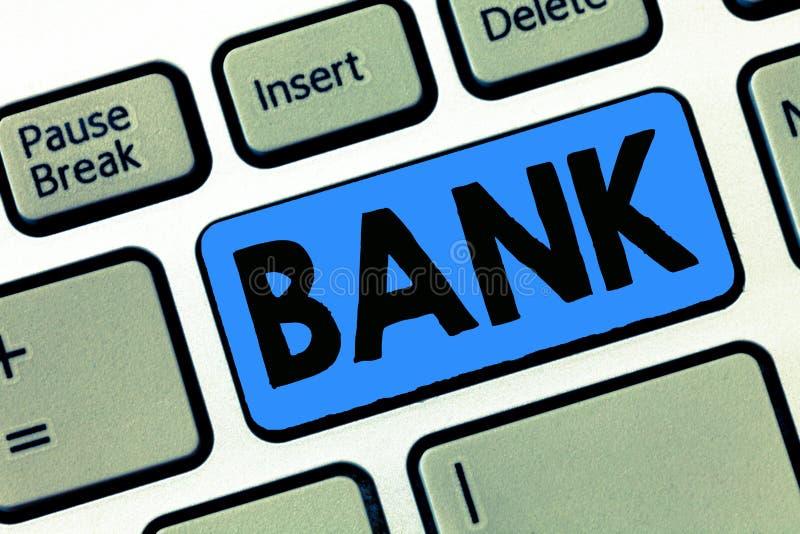 Het schrijven nota die Bank tonen Bedrijfsfoto die een organisatie demonstreren waar de mensen en de ondernemingen borrow geld ku stock afbeeldingen