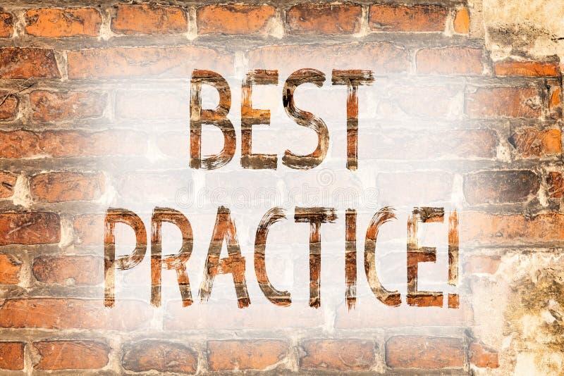Het schrijven nota die Beste praktijken tonen Van de Kwaliteitsoplossingen van bedrijfsfoto demonstratie Betere Strategieën Succe stock afbeeldingen