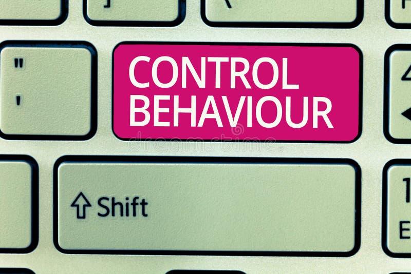 Het schrijven nota die Controlegedrag tonen Bedrijfsfoto demonstratieoefening van invloed en gezag over menselijk gedrag stock afbeelding