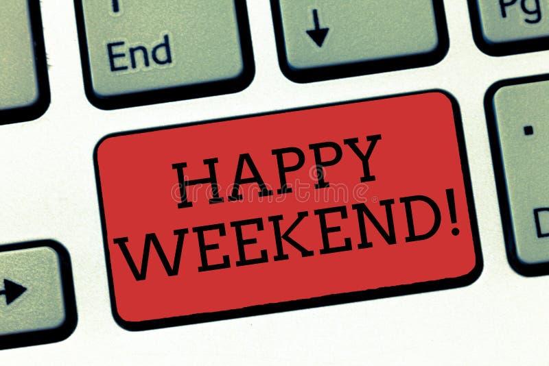 Het schrijven nota die Gelukkig Weekend tonen Bedrijfsfoto die Vrolijke rust dagtijd van geen het bureauwerk het Besteden vakanti stock afbeeldingen