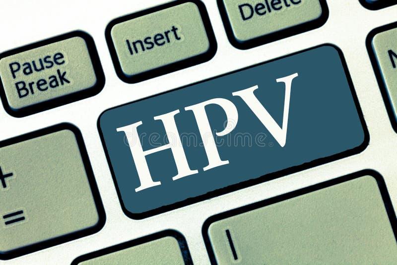 Het schrijven nota die Hpv tonen Bedrijfsfoto demonstrerende Groep virussen die uw huid en vochtige membranen beïnvloeden royalty-vrije stock foto