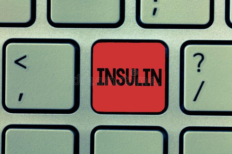 Het schrijven nota die Insuline tonen De bedrijfsfoto die Eiwit alvleesklier- hormoon demonstreren regelt de glucose in het bloed royalty-vrije stock foto