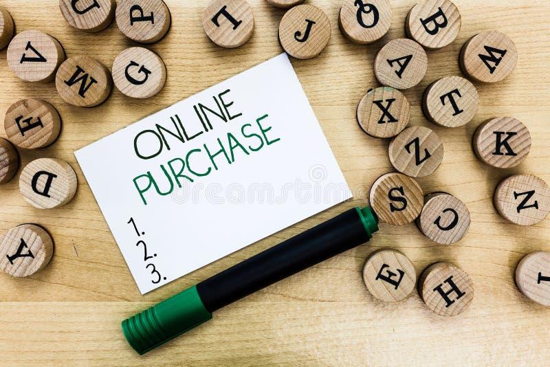 Het schrijven nota die Online Aankoop tonen Elektronische de handelsgoederen van bedrijfsfoto demonstratieaankopen van over Inter stock foto's