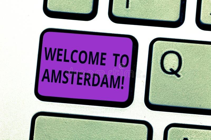 Het schrijven nota die Onthaal tonen aan Amsterdam De bedrijfsfoto demonstratiegroet iemand bezoekt de hoofdstad van stock foto