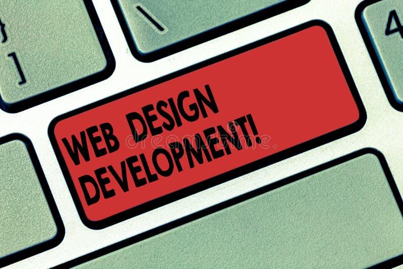 Het schrijven nota die Ontwikkeling van het Webontwerp tonen Bedrijfsfoto die ontwikkelt websites voor het ontvangen via Intranet stock foto's