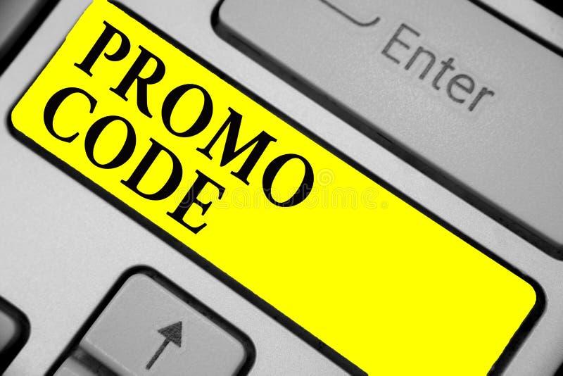 Het schrijven nota die Promo-Code tonen Bedrijfsfoto die digitale aantallen demonstreren die u goede korting op bepaald productto stock illustratie