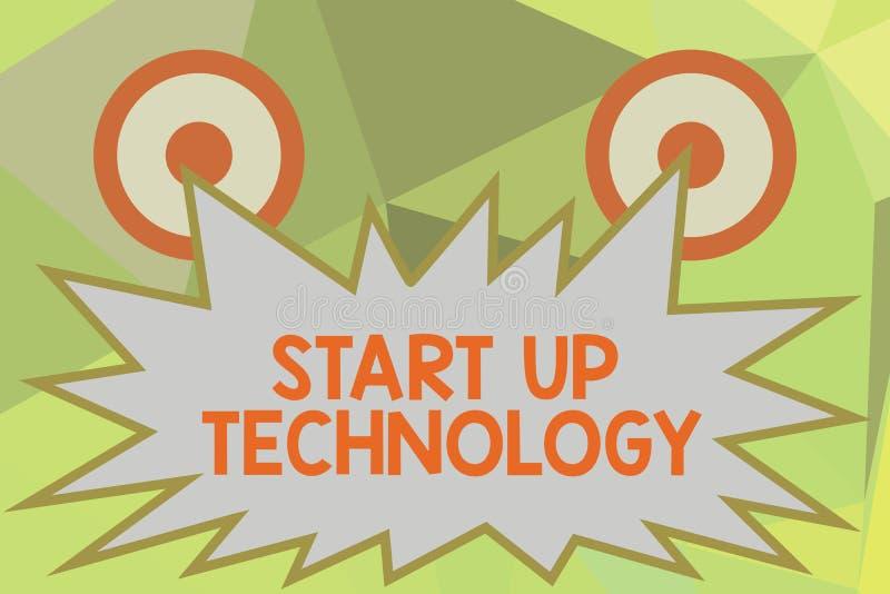 Het schrijven nota die Starttechnologie tonen De bedrijfsfoto die Young Technical Company demonstreren financierde aanvankelijk o royalty-vrije stock fotografie