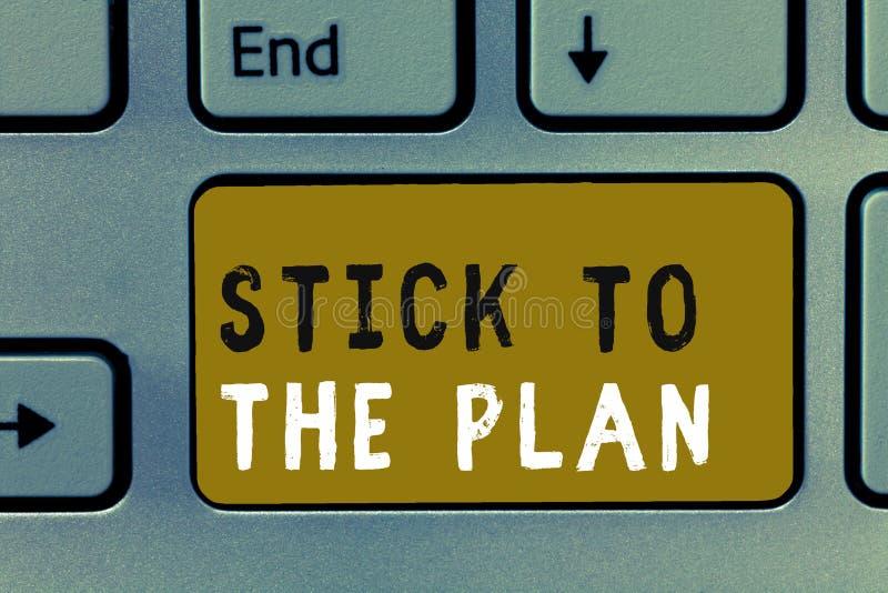 Het schrijven nota die Stok tonen aan het Plan De bedrijfsfoto demonstratie om één of ander plan aan te hangen en niet van het af royalty-vrije stock afbeeldingen