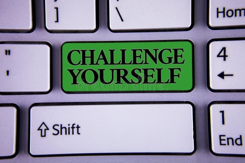 Het schrijven nota die Uitdaging zelf tonen De bedrijfsfoto die de Overwonnen Verbetering van de Vertrouwens Sterke Aanmoediging  stock afbeeldingen