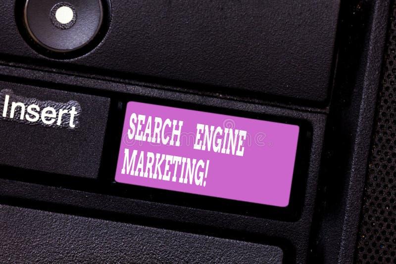 Het schrijven nota die Zoekmachine Marketing tonen Bedrijfsfoto demonstratiebevordering van websites door hun te stijgen stock foto's