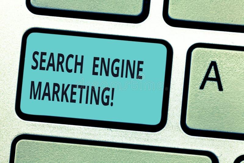 Het schrijven nota die Zoekmachine Marketing tonen Bedrijfsfoto demonstratiebevordering van websites door hun te stijgen stock fotografie