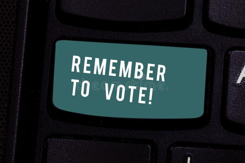 Het schrijven nota het tonen herinnert zich te stemmen De bedrijfsfoto demonstratie vergeet niet kies en uw stem aan recht geef stock foto